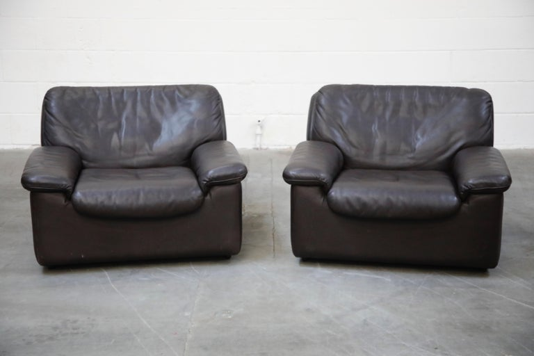Scandinavian Modern Pair of Leather Lounge Armchairs by De Sede, Switzerland, 1960s, Signed For Sale