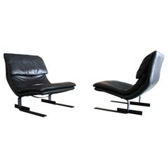 Pair of Leather Lounge Chairs by Giovanni Offredi for Saporiti Italy
