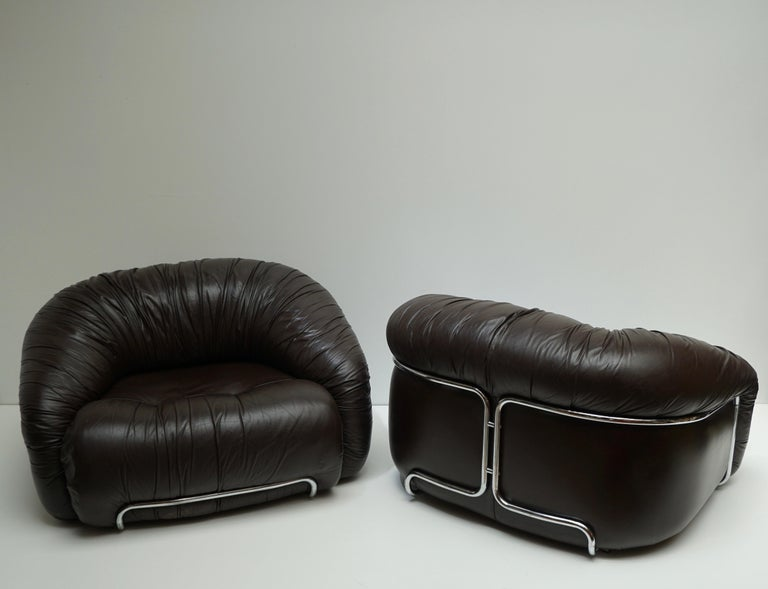 Italian One of Two Leather Lounge Chairs in the Style of Gianfranco Frattini for Cassina For Sale