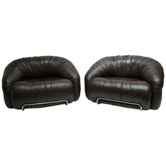 One of Two Leather Lounge Chairs in the Style of Gianfranco Frattini for Cassina