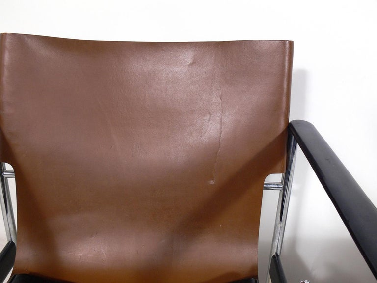 Pair of Leather Sling Lounge Chairs by Charles Pollock for Knoll In Good Condition In Atlanta, GA