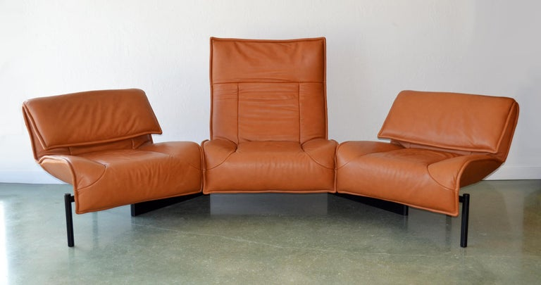 Modern Pair of Leather Sofas or Couches by Vico Magistretti for Cassina, Italy, 1980's For Sale