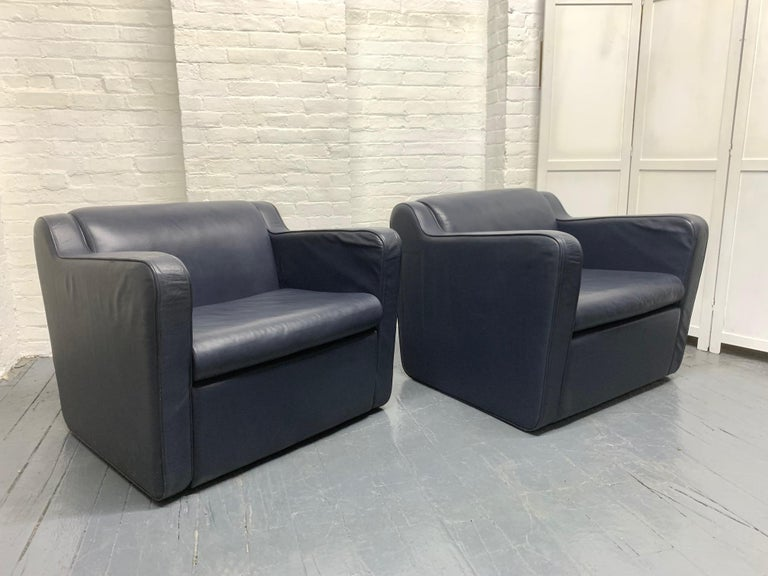 Pair of Leather 'Speed' Lounge Chairs In Good Condition For Sale In New York, NY