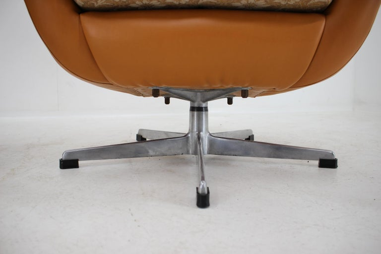 Pair of Leatherette Swivel Chairs, 1970s For Sale 3