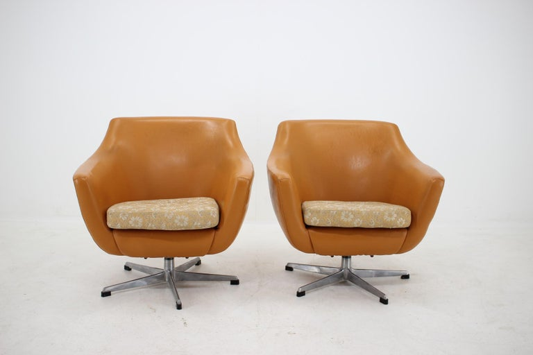 Made in Czechoslovakia Made of leatherette, fabric, metal Comfortable Original condition.