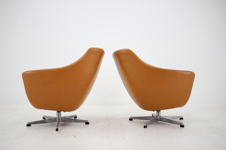 Czech Pair of Leatherette Swivel Chairs, 1970s For Sale