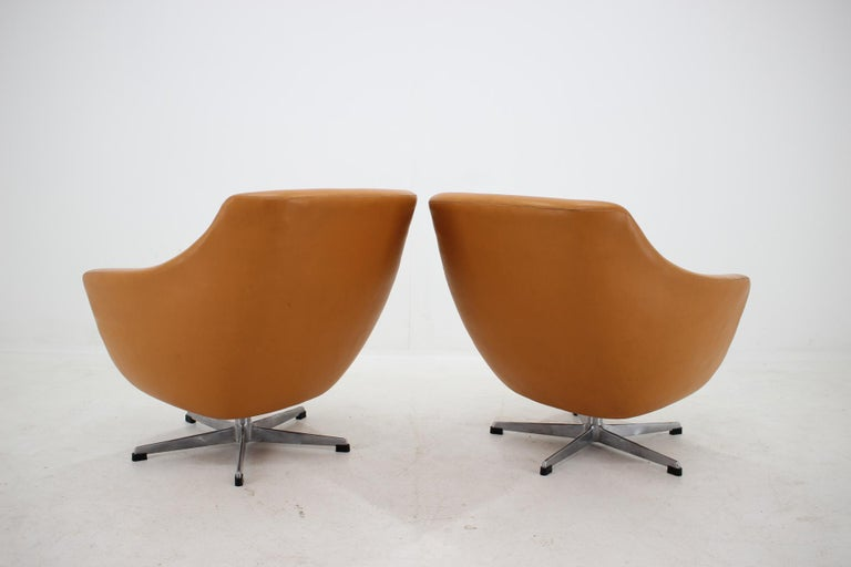 Pair of Leatherette Swivel Chairs, 1970s In Good Condition For Sale In Praha, CZ