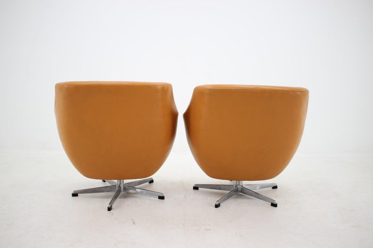 Late 20th Century Pair of Leatherette Swivel Chairs, 1970s For Sale