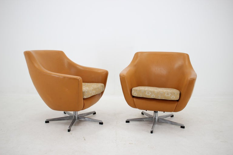 Metal Pair of Leatherette Swivel Chairs, 1970s For Sale