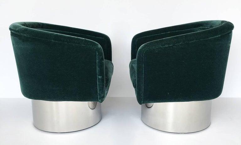 Mid-Century Modern Pair of Leon Rosen Pedestal Swivel Lounge Chairs For Sale