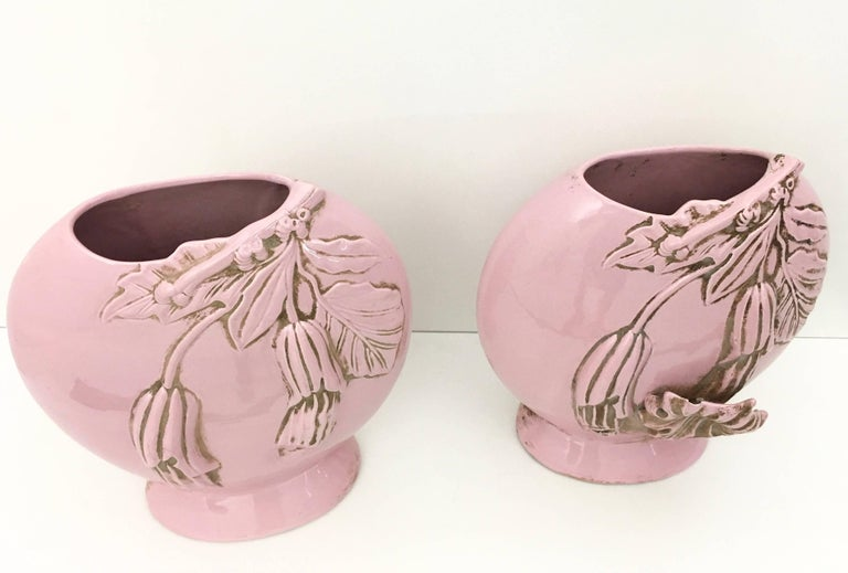 Italian Pair of Light Pink Art Deco Polished Ceramic Flower Vases, Italy For Sale
