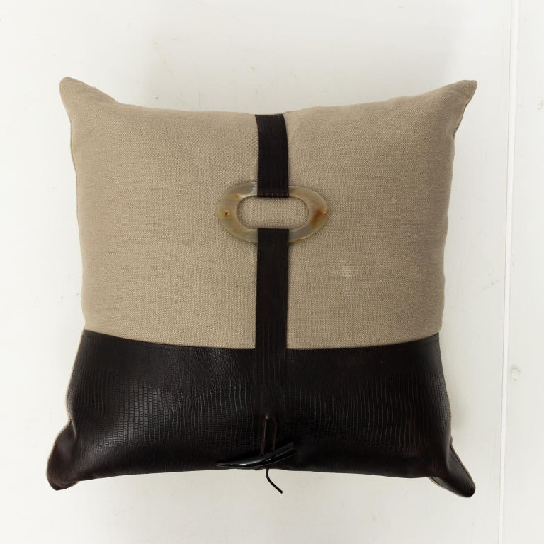 Pair of Linen Throw Pillows For Sale 4
