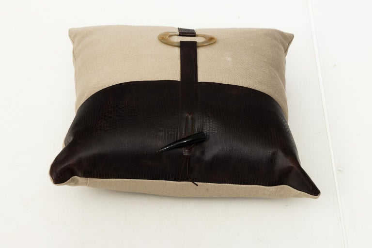Pair of Linen Throw Pillows For Sale 5