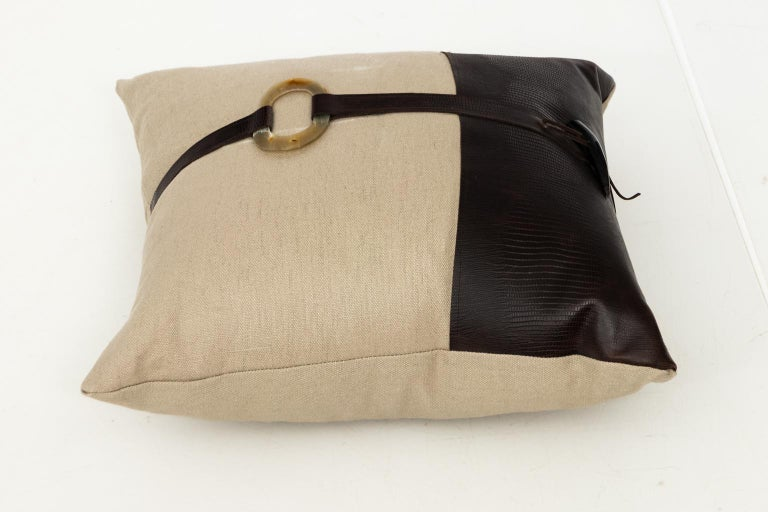 Pair of Linen Throw Pillows For Sale 6