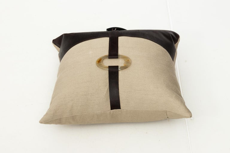 Pair of Linen Throw Pillows For Sale 8