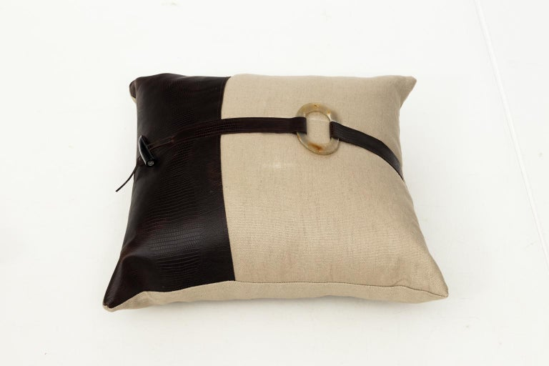 Pair of Linen Throw Pillows For Sale 9