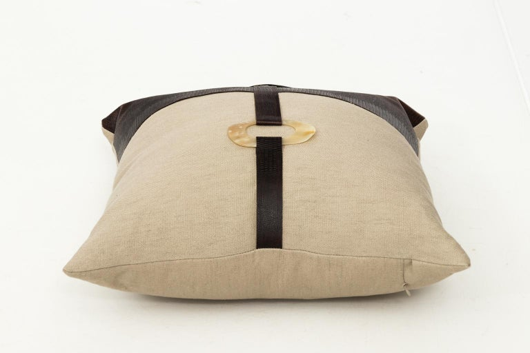 Pair of Linen Throw Pillows For Sale 1