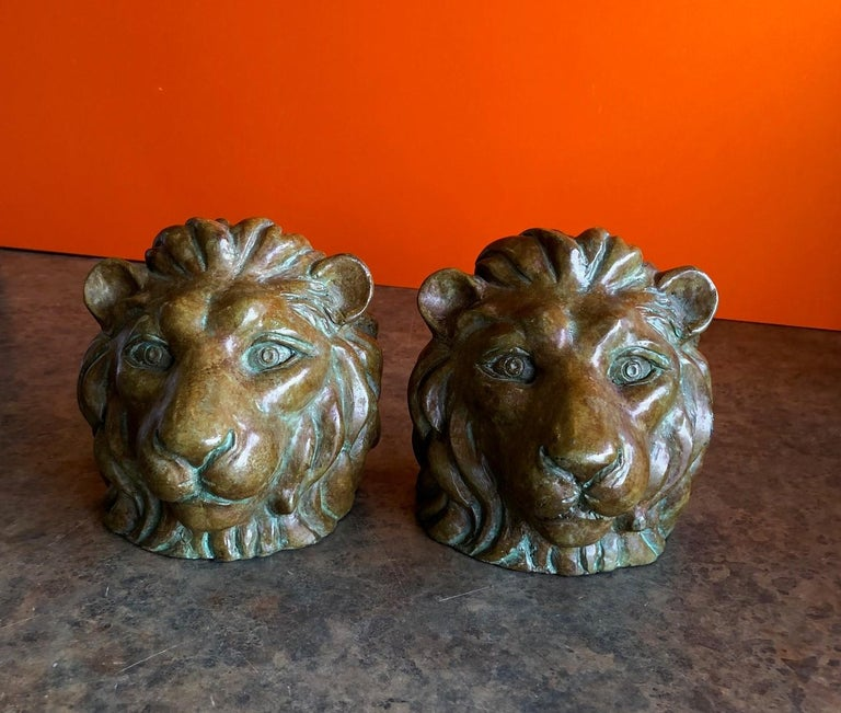 Mid-Century Modern Pair of Lion Head Bookends in Bronze For Sale