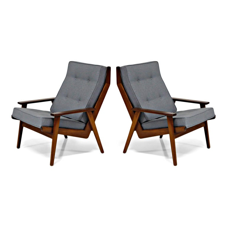 Such incredible lines and silhouette in this Danish modern design by Robert Parry for De Ster Gelderland. These early production