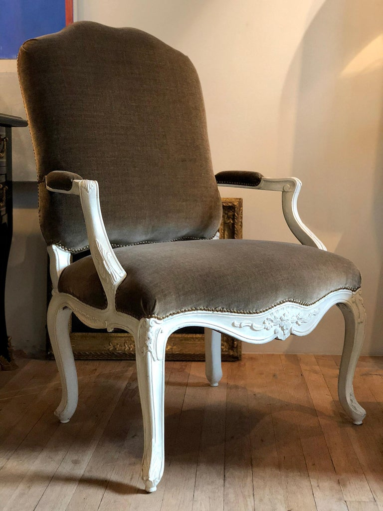 Pair of Louis XV Fauteuils a la Reine In Good Condition For Sale In New York, NY