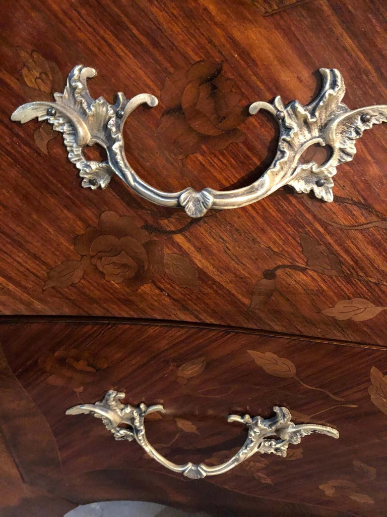 Pair of Louis XV Style Bombe Bronze Mounted Commodes, Nightstands or Chests For Sale 6