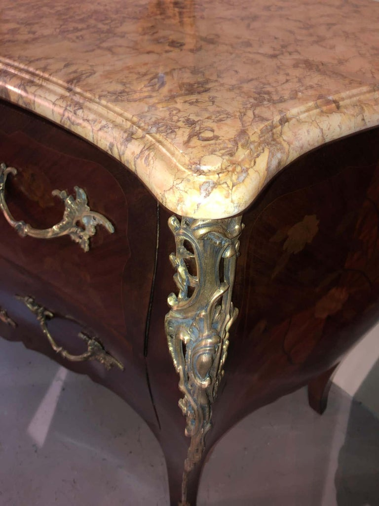Pair of Louis XV Style Bombe Bronze Mounted Commodes, Nightstands or Chests For Sale 10