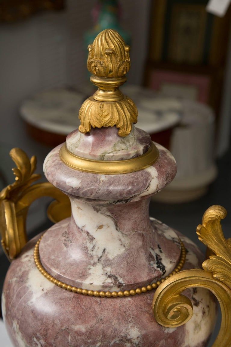 Pair of Louis XV Style Bronze Lavender Marble Urns In Good Condition For Sale In WEST PALM BEACH, FL