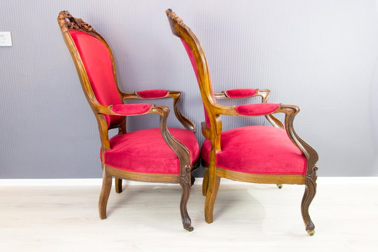 19th Century Pair of Louis XV Style French Fauteuil Walnut Armchairs For Sale