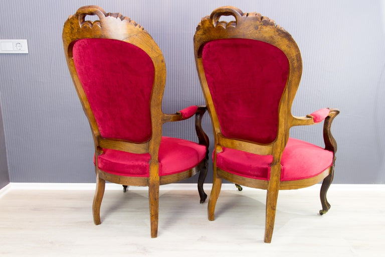 Fabric Pair of Louis XV Style French Fauteuil Walnut Armchairs For Sale