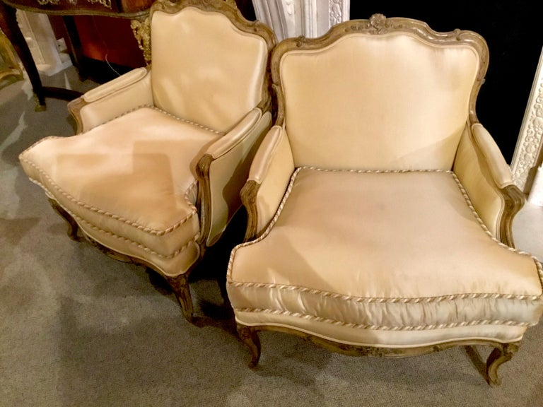 Pair of Louis XV-Style Painted and Carved Bergere Chairs, 20th Century For Sale 5