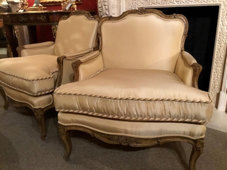 Pair of Louis XV-Style Painted and Carved Bergere Chairs, 20th Century For Sale 6