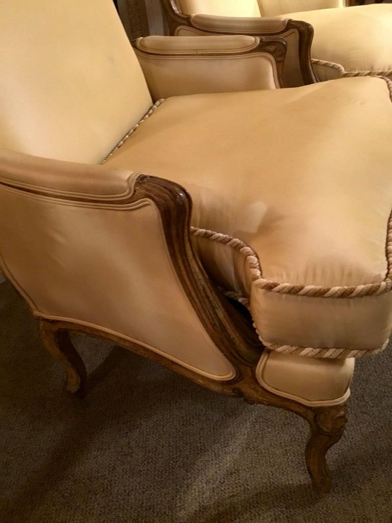 French Pair of Louis XV-Style Painted and Carved Bergere Chairs, 20th Century For Sale