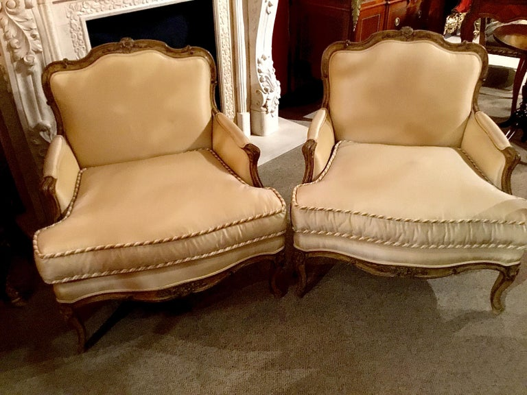 Pair of Louis XV-Style Painted and Carved Bergere Chairs, 20th Century For Sale 2
