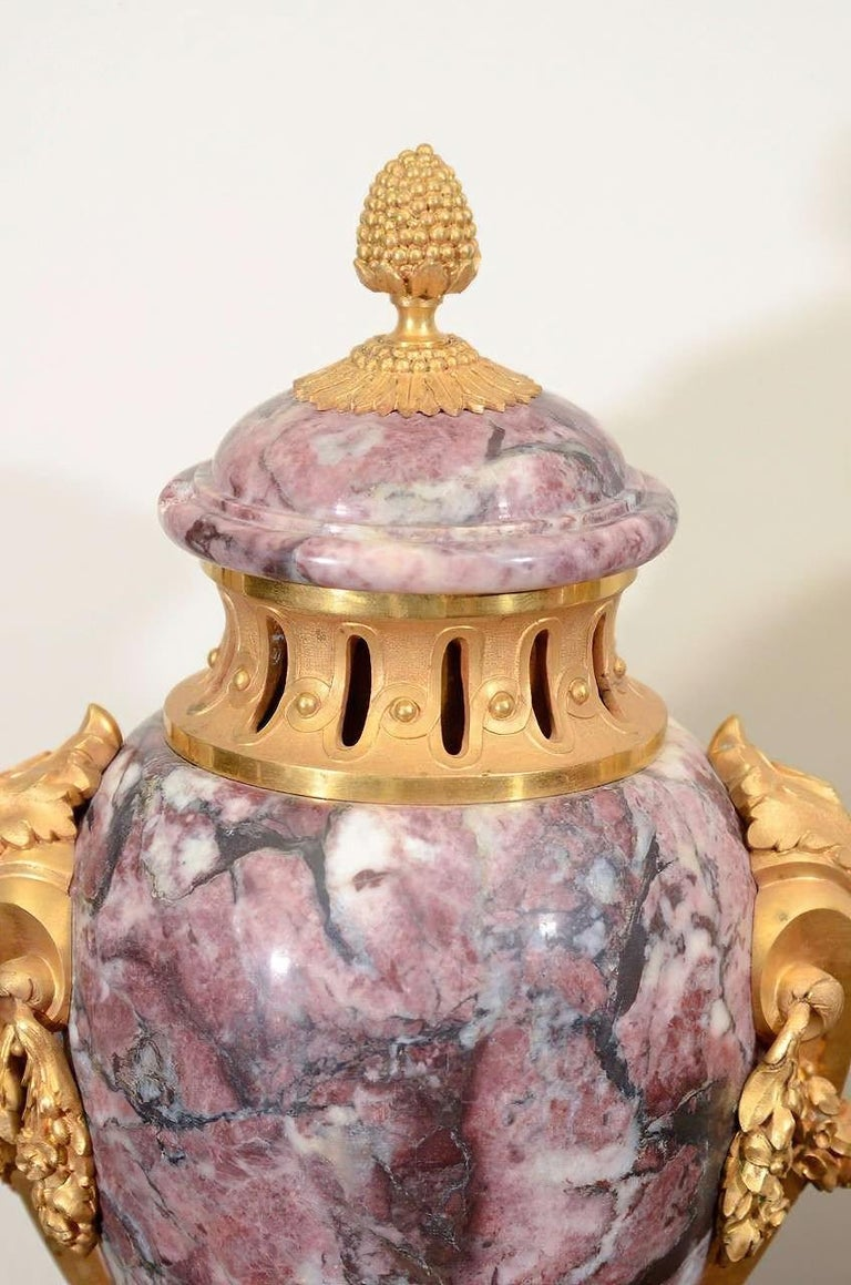 Pair of Louis XVI Style Urns In Excellent Condition For Sale In Port Chester, NY