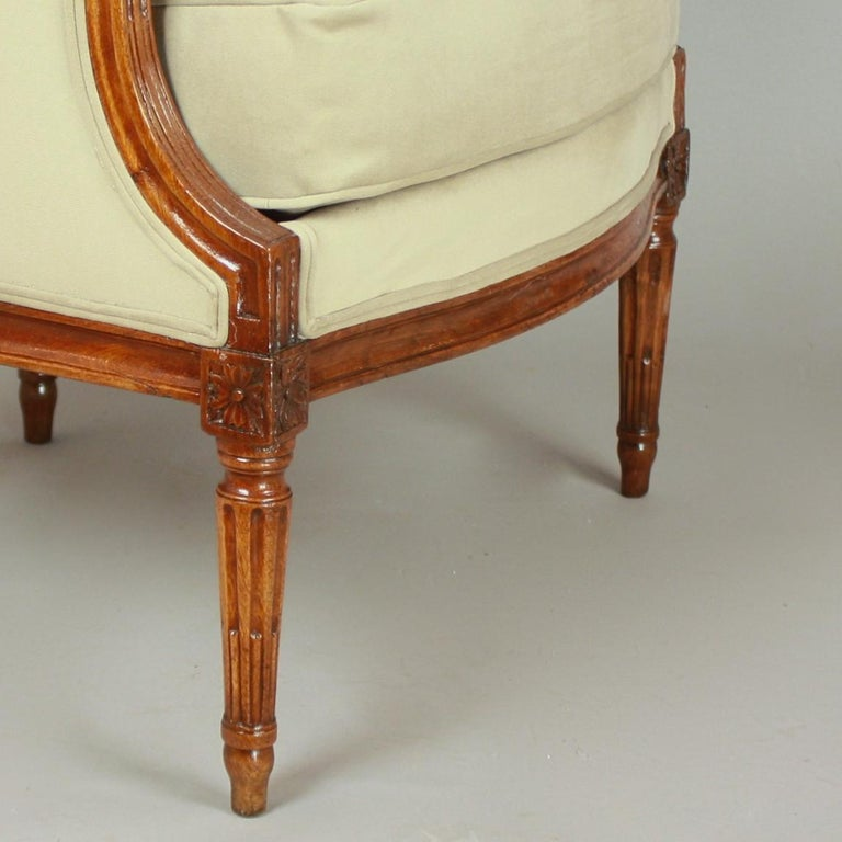 Pair of Louis XVI Walnut Bergeres or Armchairs, French, circa 1780 For Sale 3