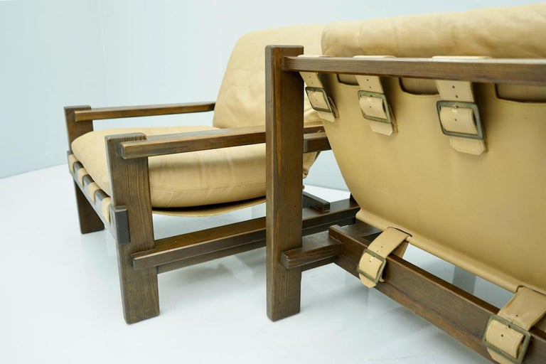 Mid-20th Century Pair of Lounge Chairs by Carl Straub Denmark 60s in Oak and Light Brown Leather For Sale