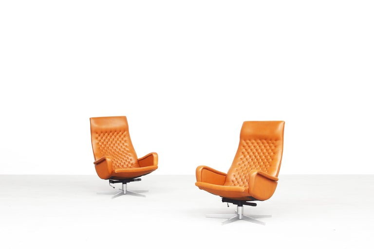 Beautiful pair of lounge chairs produced by De Sede in the late 1970s in Switzerland. Both chairs are in a wonderful condition with just minor wear, without any damages or smell. Made out of steelframe and brown-cognac leather.