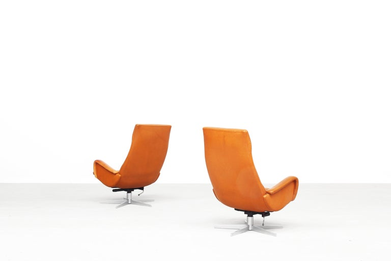 Swiss Pair of Lounge Chairs by De Sede Mod. Ds 51, Original 1970s in Cognac Leather For Sale