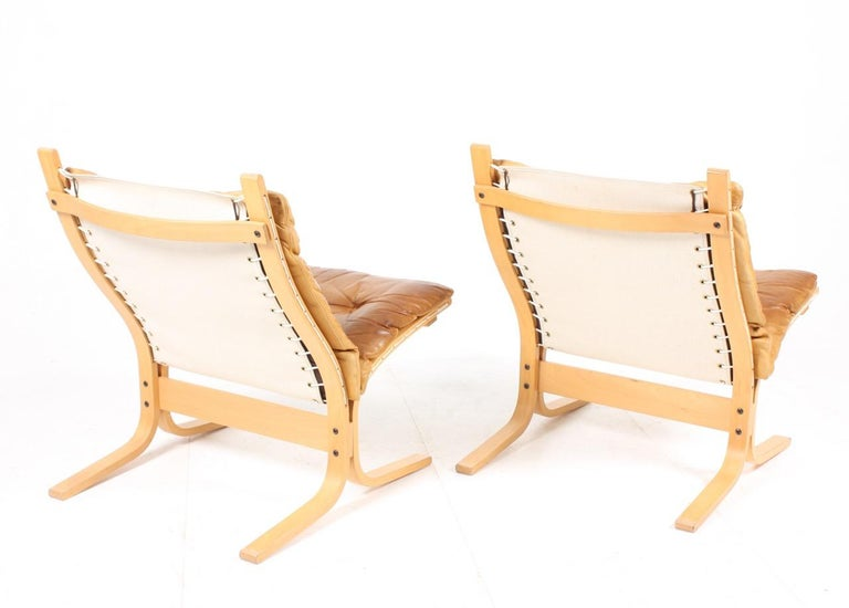 Mid-20th Century Pair of Lounge Chairs by Ingmar Relling