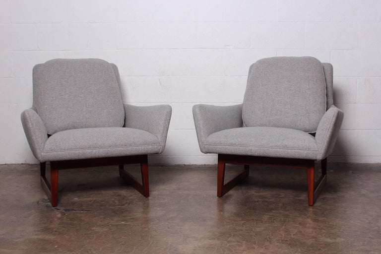 Pair of Lounge Chairs by Jens Risom For Sale 8