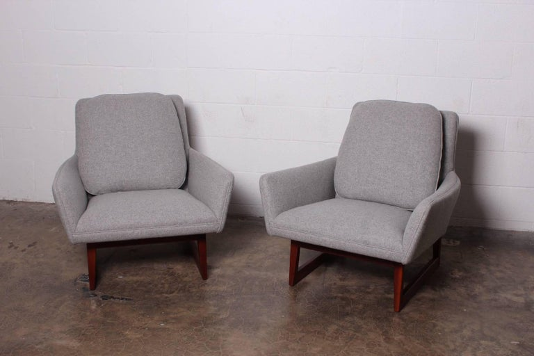 Pair of Lounge Chairs by Jens Risom For Sale 9