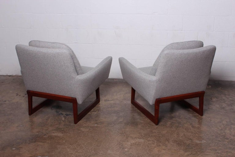 Pair of Lounge Chairs by Jens Risom For Sale 10
