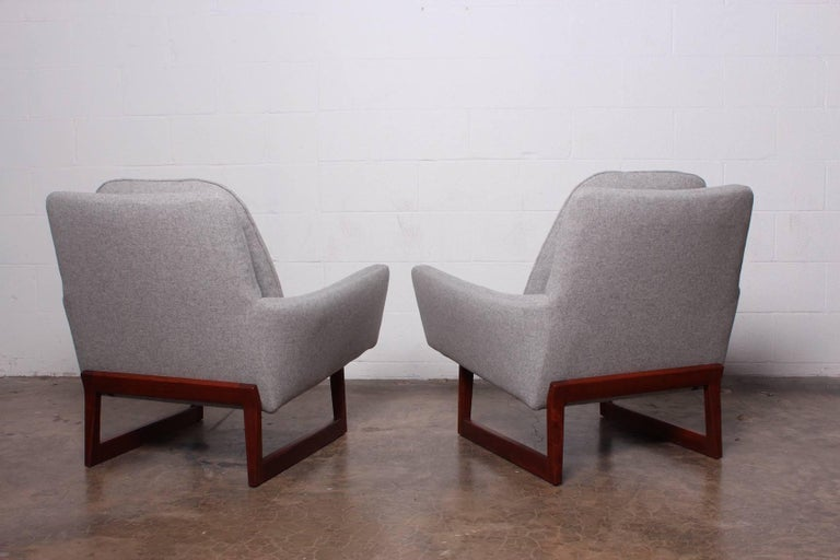 Pair of Lounge Chairs by Jens Risom For Sale 11