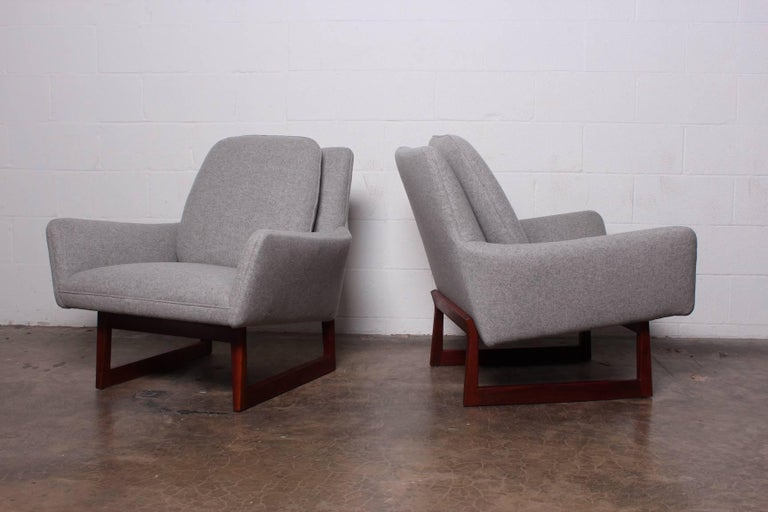 Pair of Lounge Chairs by Jens Risom In Excellent Condition For Sale In Dallas, TX