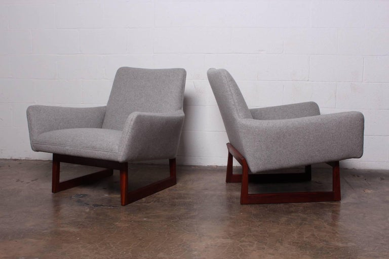 Pair of Lounge Chairs by Jens Risom For Sale 1