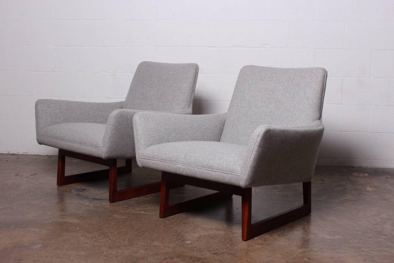 Pair of Lounge Chairs by Jens Risom For Sale 2