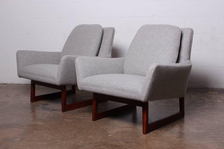 Pair of Lounge Chairs by Jens Risom For Sale 3