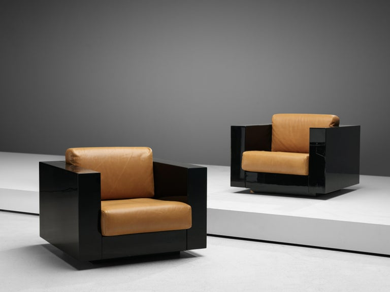 Mid-Century Modern Pair of Lounge Chairs by Lella & Massimo Vignelli For Sale