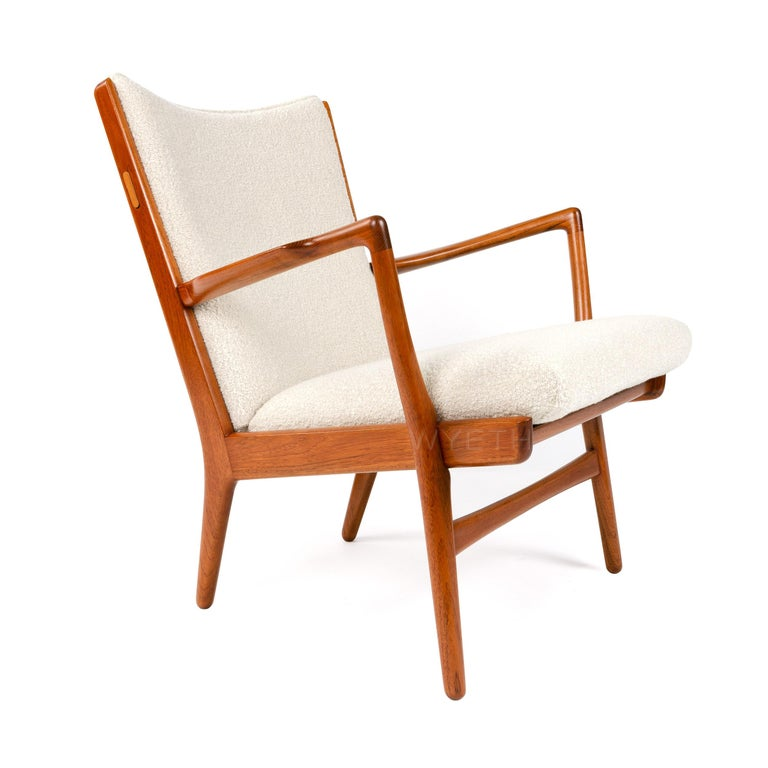 Scandinavian Modern Pair of Lounge Chairs For Sale