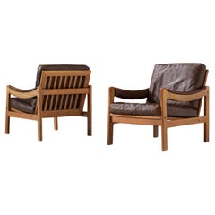 Pair of Lounge Chairs in Brown Leather and Oak Frame